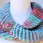 Crochet Dueling Colors Cowl
