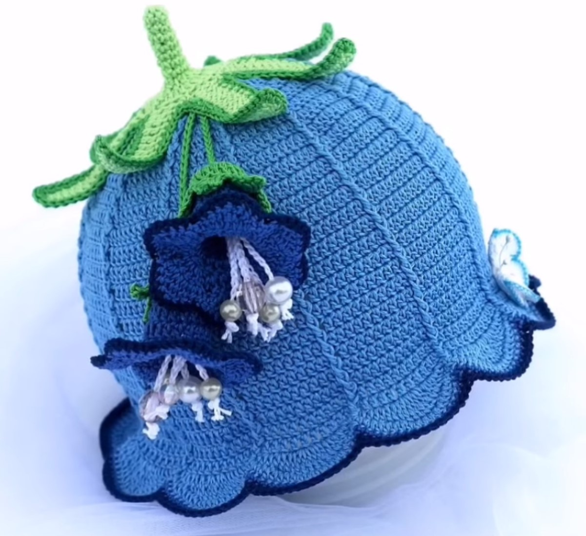 3b3d75272 Crochet Baby Hat With Bell - Video Tutorial - Pretty Ideas