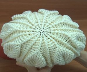 Crochet Hat With 3D Leaves